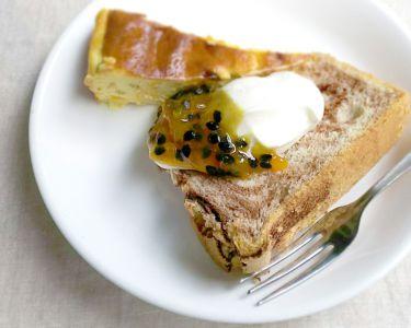 パッションフルーツチーズケーキとシフォンケーキon生クリーム&パッションフルーツジャム
